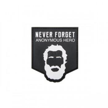 PARCHE PVC NEVER ANONYMOUS HERO NEGRO/BLANCO